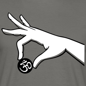 om hand two color - Men's T-Shirt