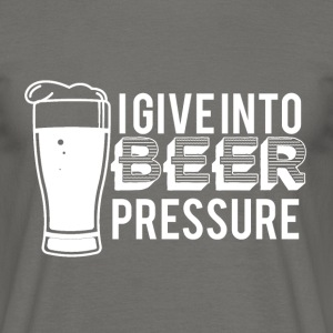 Bier - I give into beer pressure - Männer T-Shirt