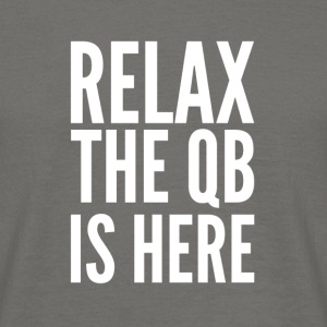 Relax the Quaterback is here - Männer T-Shirt