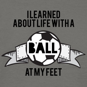 Fußball: I learned about life with a Ball at my - Männer T-Shirt