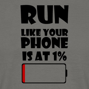 Run like your Phone is at 1% - Männer T-Shirt