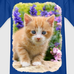 Cute dear kitten in flowering garden - Kids' T-Shirt