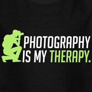 Photography is my therapy - therapy - Kids' T-Shirt