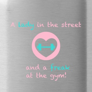 A lady in the street and a freak at the gym - Trinkflasche