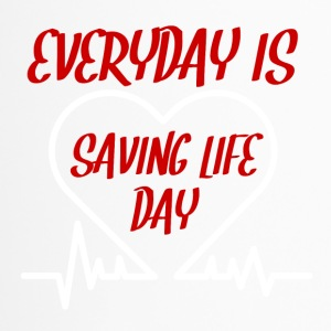 Krankenschwester: Everyday is saving life day - Thermobecher