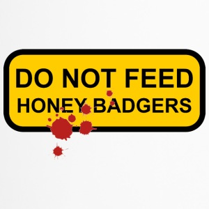 Do not feed honey badgers yellow sign - Travel Mug