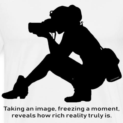 Photographer freezing moment Image (b) - Männer Premium T-Shirt