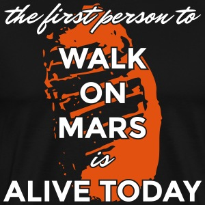 the first person to walk on mars is alive today - Männer Premium T-Shirt