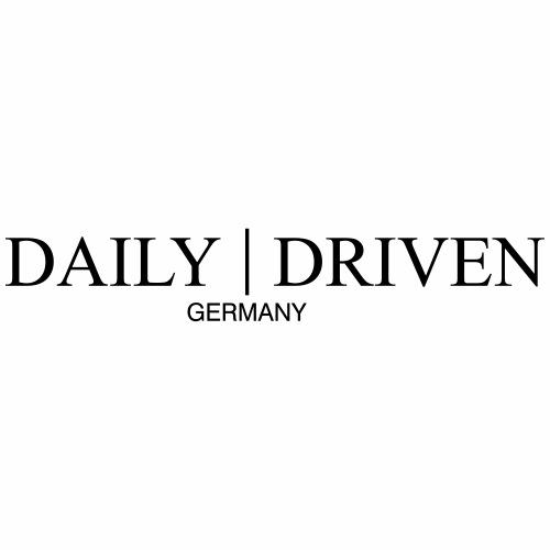 Daily Driven Text Logo für die Brust - Männer Premium T-Shirt