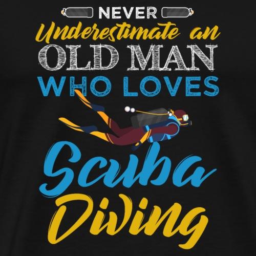 Old Man Who Loves Scuba Diving - Männer Premium T-Shirt