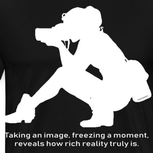 Photographer freezing moment Image (w) - Männer Premium T-Shirt