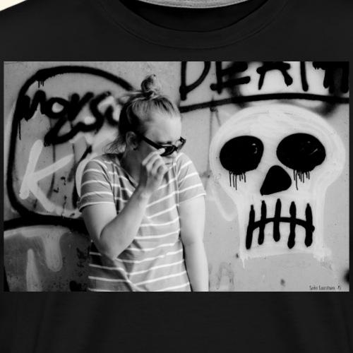 Black humor with a skull - Miesten premium t-paita