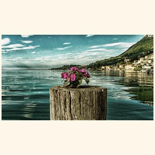 fiori sul lago - Maglietta Premium da uomo