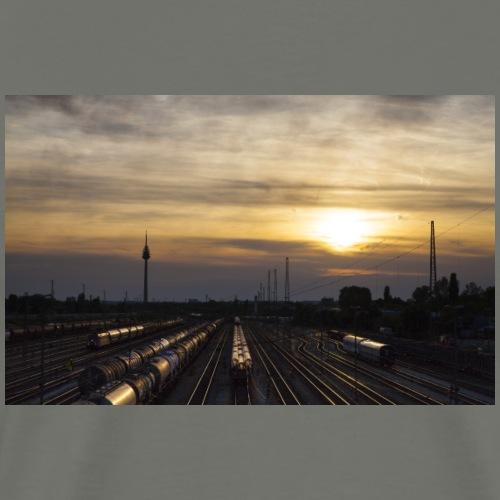 Sonnenuntergang, Nürnberger Güterbahnhof - Männer Premium T-Shirt