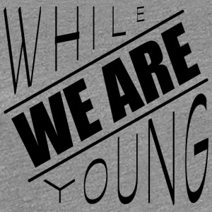While we are young - Frauen Premium T-Shirt