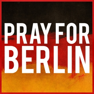 PRAY FOR BERLIN. BETTE FOR BERLIN - Women's Premium T-Shirt
