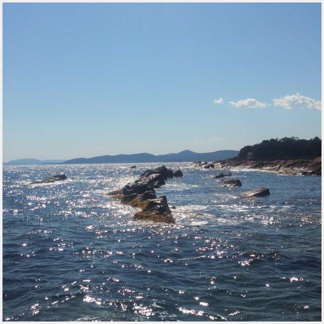 Mer avec roches