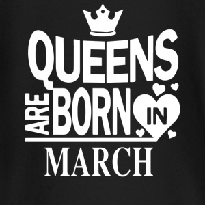 Birthday Shirt - Queens are born in MARCH - Baby Langarmshirt