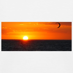 Kitesurfer next to sun going down - Kinder Baseball T-Shirt
