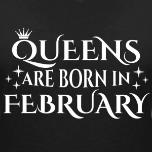 Queens are born in February - Women's V-Neck T-Shirt