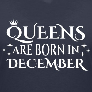 Queens are born in December - Women's V-Neck T-Shirt