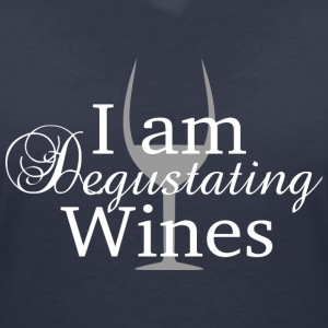I am degustating wines white - Women's V-Neck T-Shirt