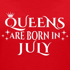 Queens are born in July - Women's V-Neck T-Shirt