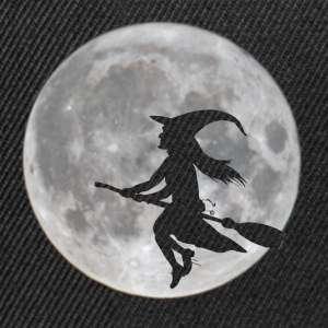 Flying witch in front of moon - Snapback Cap