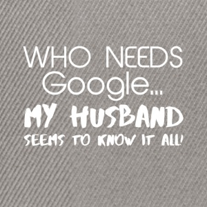 My husband knows everything! - Snapback Cap