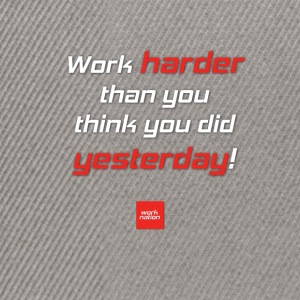 WORK HARDER - Pullover mit Motivationsspruch - Snapback Cap