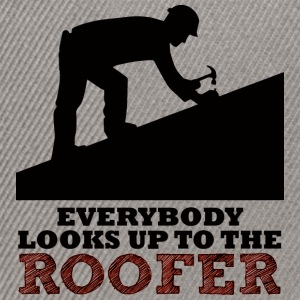 Dachdecker: Everybody looks up to the roofer. - Snapback Cap