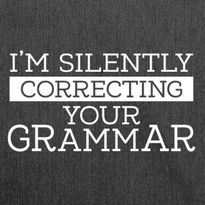 I´m silently correcting your grammar - Schultertasche aus Recycling-Material