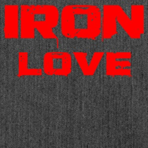 iron love red - Schultertasche aus Recycling-Material