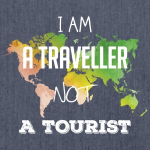 I am a traveller not a tourist - Schultertasche aus Recycling-Material