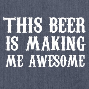 This beer is making me awesome - Schultertasche aus Recycling-Material