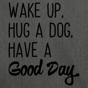 Wake up, hug a dog, have a Good Day - Schultertasche aus Recycling-Material