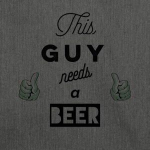 This_Guy_needs_a_beer_T-Shirt & Hoody - Skuldertaske af recycling-material