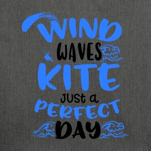 Wind Waves Kite Just A Perfect Day - Skulderveske av resirkulert materiale