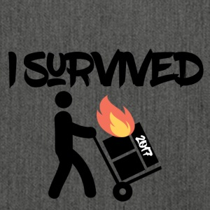 I survived 2017 - Schultertasche aus Recycling-Material