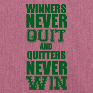 Football: Winners never quit and quitters never win - Shoulder Bag made from recycled material
