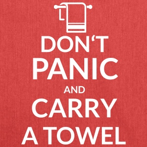 Dont panic an carry a towel - Schultertasche aus Recycling-Material