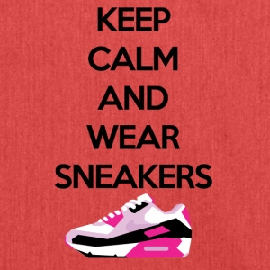 Keep calm and wear Sneakers - Schultertasche aus Recycling-Material