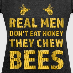 Real men chew bee design / gift - Women's T-shirt with rolled up sleeves