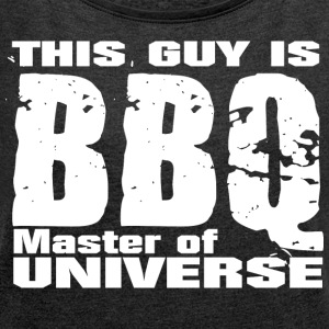 This Guy is BBQ Master of universe - Grillmeister - Frauen T-Shirt mit gerollten Ärmeln