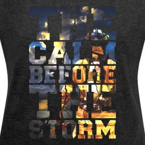 Feuerwehr - The Calm Before The Storm Firefighter - Frauen T-Shirt mit gerollten Ärmeln