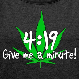 4:19 Give me a minute! - Women's T-shirt with rolled up sleeves