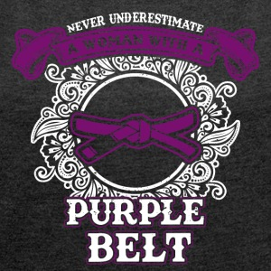 No woman with purple belt - Women's T-shirt with rolled up sleeves