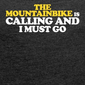 The MOUNTAINBIKE IS CALLING AND I MUST GO - Frauen T-Shirt mit gerollten Ärmeln