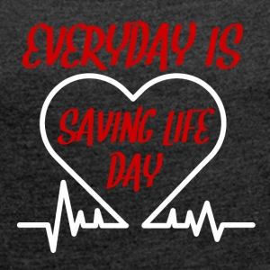 Nurse: Everyday is saving life day - Women's T-shirt with rolled up sleeves