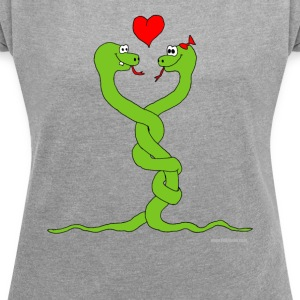 in love snakes - Women's T-shirt with rolled up sleeves